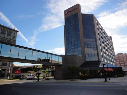 hotel Ramada Waterloo Hotel and Convention Center