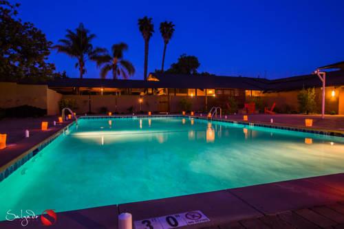 hotel Carlton Oaks Country Club