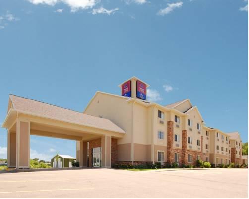hotel Comfort Suites at Royal Ridges