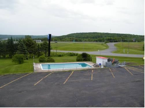 hotel Canada's Best Value Inn & Suites - Woodstock