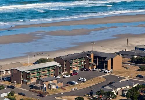 hotel Waves of Newport