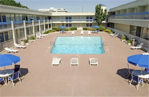 hotel Trade Winds Central Inn