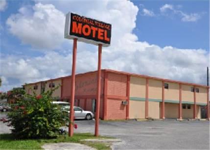 hotel Colonial Village Motel
