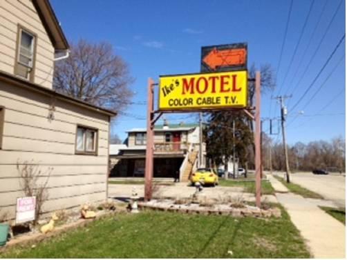hotel Ike's Motel Beloit