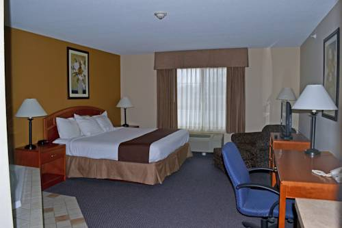 hotel Paola Inn and Suites