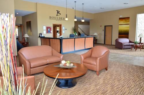 hotel Boulders Inn & Suites - Newton