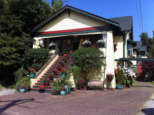 hotel Clair's Bed & Breakfast Inn Ladner Village