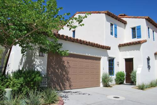 hotel Two Story Three-Bedroom Townhouse Unit 362 by Reynen Luxury Homes