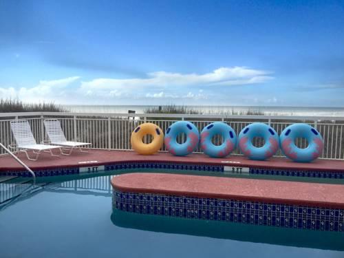 hotel Castaway Beach Inn & Swim Up Bar