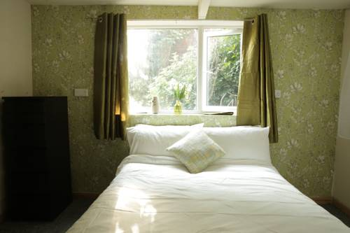hotel Lovely 4 Bed Stylish Home in Green Birmingham Suburb
