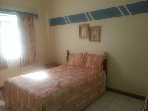 hotel Tropical Breeze Guest House / Furnished Appartment