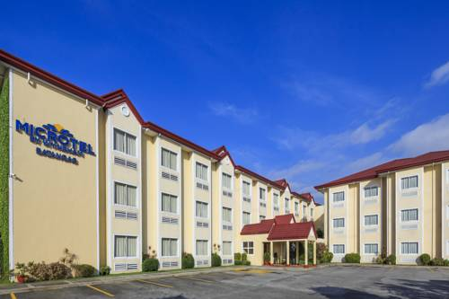 hotel Microtel by Wyndham Sto. Tomas