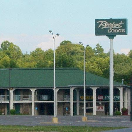hotel Riverfront Lodge