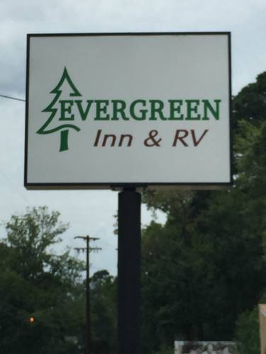 hotel Evergreen Inn and R.V.
