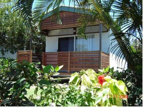 hotel Queens Beach Tourist Village