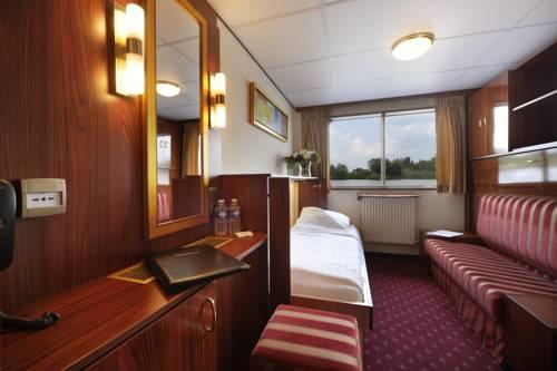 hotel Crossgates Hotelship 3 Star Dusseldorf