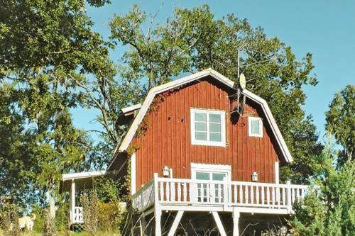 hotel Three-Bedroom Holiday home in Ljusterö