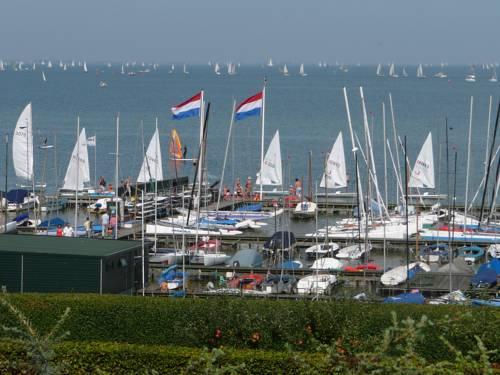 hotel B&B logeren aan het IJsselmeer