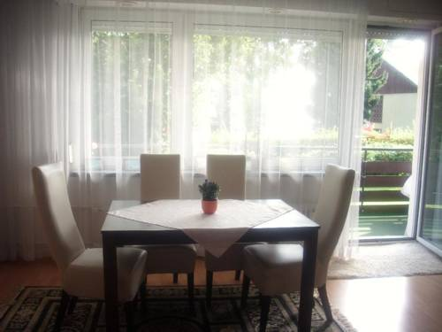 hotel Vacation Apartment in Zehlendorf (Berlin) (# 2952)