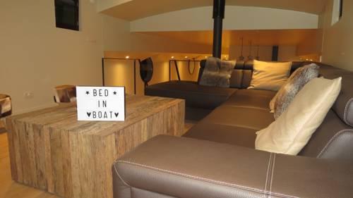 hotel Bed in Boat