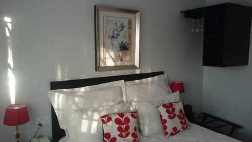 hotel Million Foot Executive Lodge, Harare
