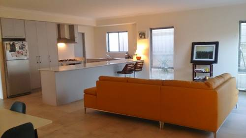 hotel BRAND NEW, SPACIOUS HOME - SUPER CENTRAL LOCATION!