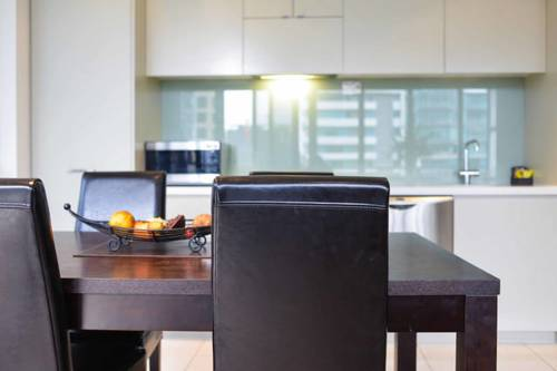 hotel Melbourne Fully Self Contained Modern 1 Bedroom Apartment (607QUN)