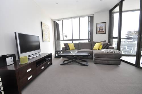 hotel Waterloo Self-Contained Modern One-Bedroom Apartment (708SAM)