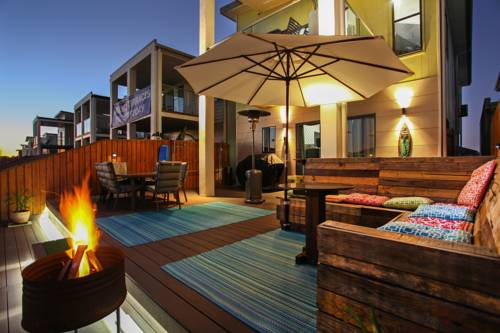 hotel Lakeside Deck House