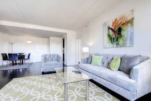 hotel Global Luxury Suites near Stamford