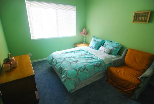 hotel (3C) Cozy Private Bedroom near Daly City BART Subway Station