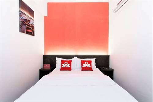 hotel ZEN Rooms Near KTM Sentul