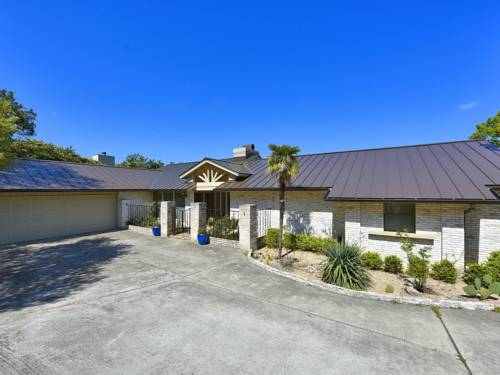 hotel Four-Bedroom Lakeway Waterfront House
