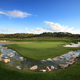 Las colinas golf and country club cover picture