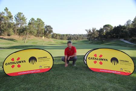 Profile cover of golfer named Ian Denham