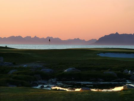 Lofoten golf links cover picture