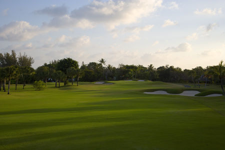 Overview of golf course named Lyford Cay Golf Club