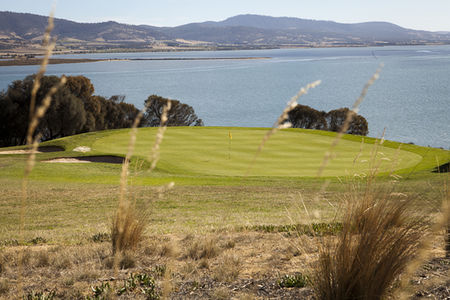 Overview of golf course named Tasmania Golf Club