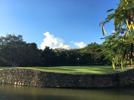 Las aromas golf club cover picture