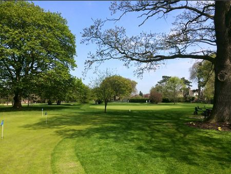 Overview of golf course named Hainsworth Park Golf Club