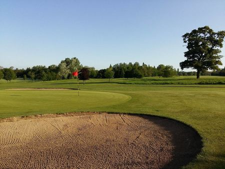 Wellow golf club cover picture