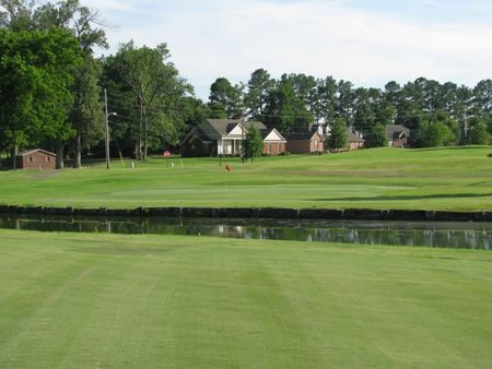 Overview of golf course named Covington Country Club