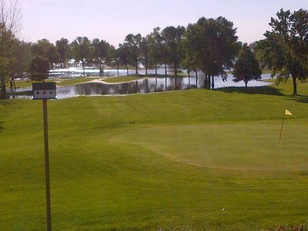 Overview of golf course named Pioneer Town and Country Club