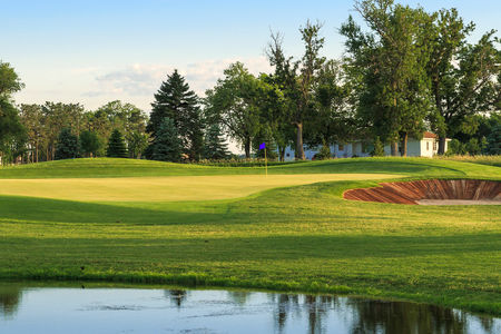 Bakker crossing golf course cover picture