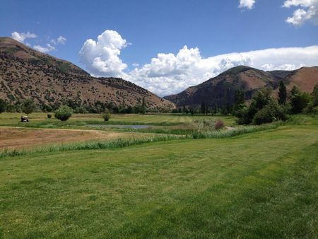 Round Valley Golf Course Cover Picture
