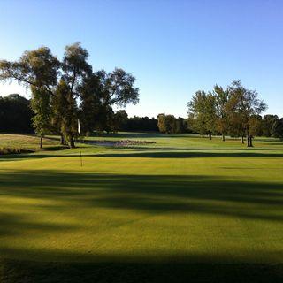 Arrowhead golf club cover picture