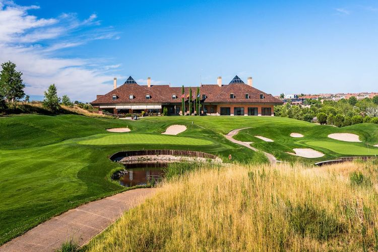 Centro nacional de golf cover picture
