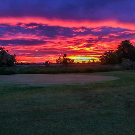 Cresthaven Golf Club Cover Picture