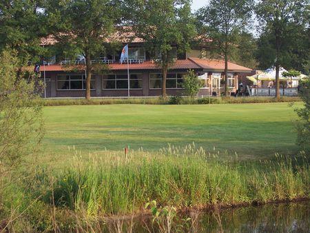 Martensplek golf club cover picture