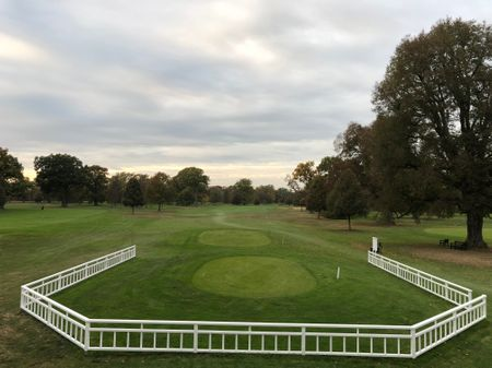 Golf post media
